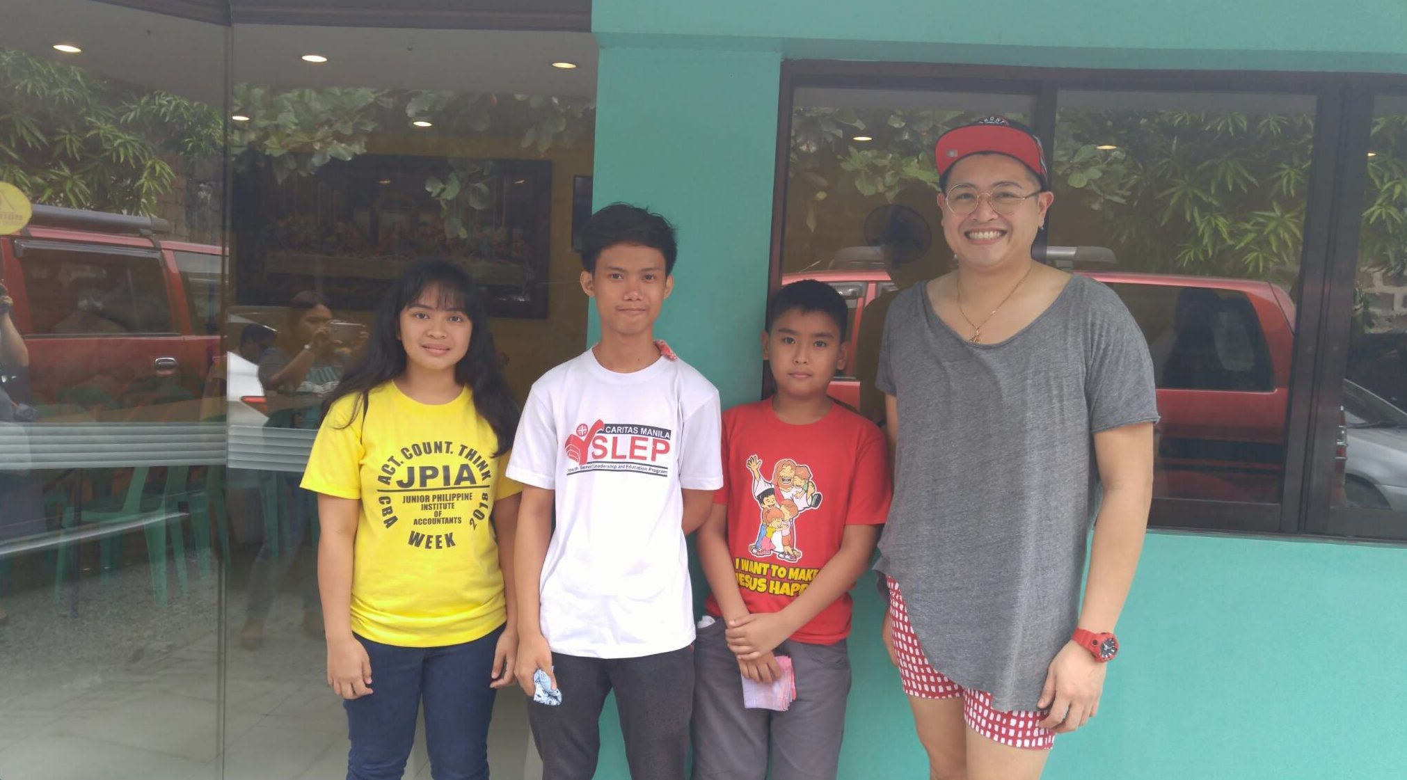 Donor Jaie R Libramonte with scholars From Left Raquel Barruga Alvin Pinlac and Mark Joshua Reyes (1)